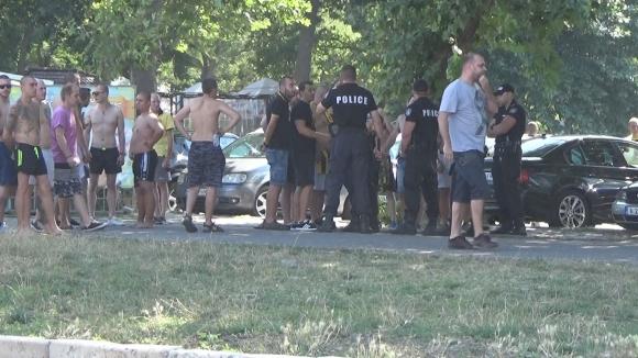 Напрежение между фенове и полицаи в Бургас