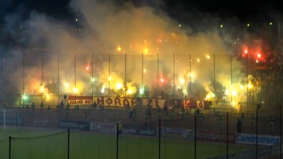 Атмосферата по трибуните на мача Сараево - Железничар