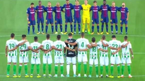 """""""Камп Ноу"""" почете жертвите на атентата в Барселона"""