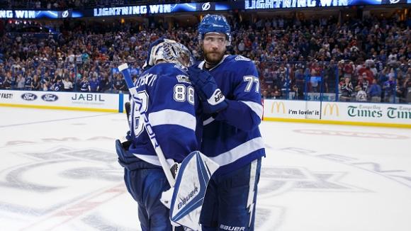 Страхотен обрат от 0:2 и поредна победа за Тампа Бей в НХЛ