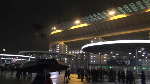 Атмосферата в Милано минути преди началото на срещата Милан - Лудогорец