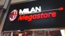 Магазинът на росонерите в центъра на Милано