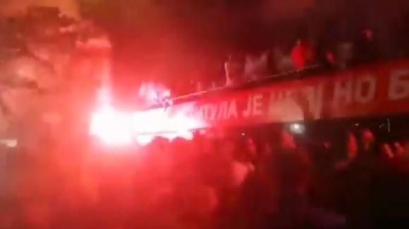 Шампионският автобус на Цървена звезда се подпали