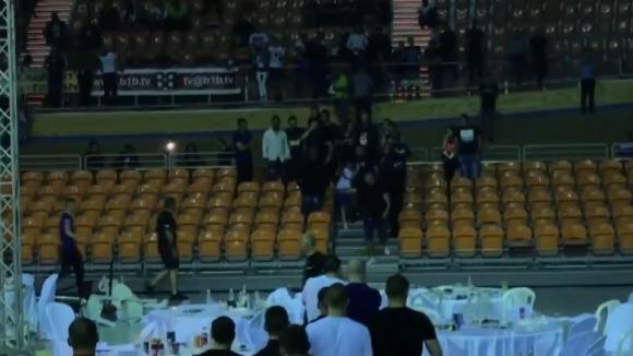 Меле в Пловдив - агитките на ЦСКА и Локо (Пловдив) се сбиха на боксов мач
