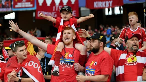Червените фенове посрещнаха любимците си на Олимпийския стадион в Киев