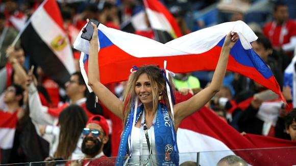 Емоцията по трибуните на мача Русия - Египет