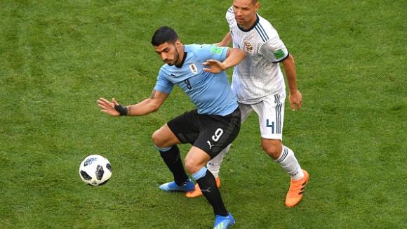 Суарес наказа Русия от фаул и изведе Уругвай напред