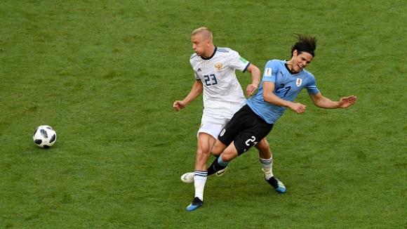 Смолников остави Русия с 10 души срещу Уругвай след червен картон