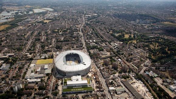 Преместването на Тотнъм на новия стадион се отлага