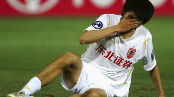 Гуанджоу Фули разгроми Чанчун Ятай , Захави с два гола