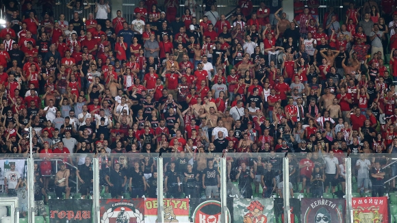 Червените фенове подкрепиха своите играчи въпреки загубата от Лудогорец