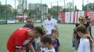 Димитър Бербатов раздаде автографи веднага след благотворителния мач между двете фондации