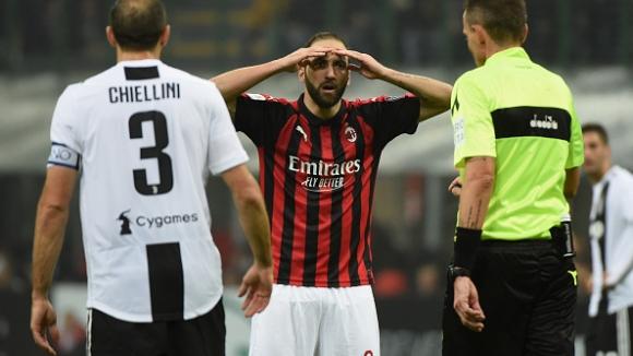 Ювентус спечели дербито с Милан, Игуаин пропусна дузпа срещу бившия си отбор