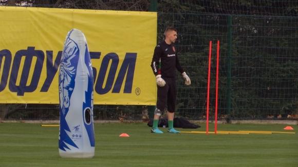 Пламен Илиев тренира индивидуално преди мача с Кипър