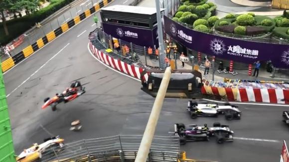 Зловеща катастрофа във Формула 3