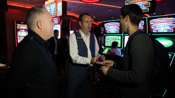Снукър звездите Марк Уилямс и Джон Хигинс се срещнаха с най-верните си фенове в България