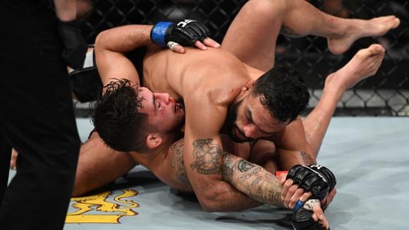 Роб Фонт разби Серхио Петис на ринга в Милуоки