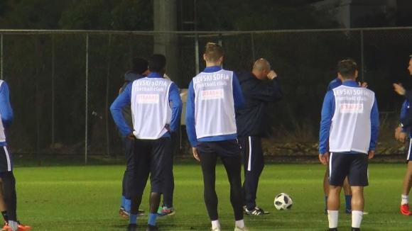 Емоции на прощаване с треньорите в Левски