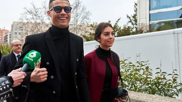 Кристиано Роналдо се завърна в Мадрид, за да се изправи пред съда