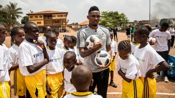 Самуел Ето'о посети футболната си клиника в Камерун