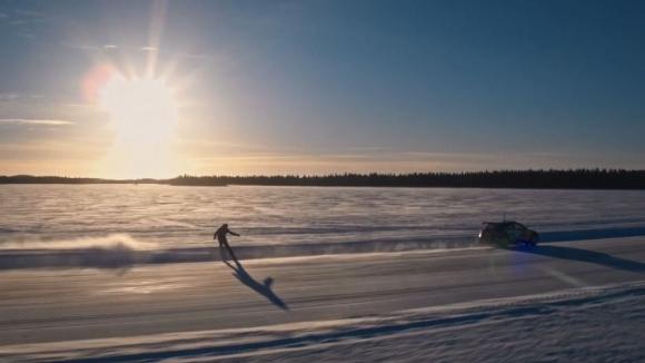 Екстремно ледено шоу сътвориха двама финландци в Лапландия