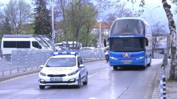 """Автобусът на """"сините"""" вече е на """"Васил Левски"""""""