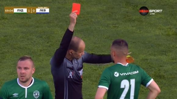 Драгуш Григоре изравни силите между Лудогорец и Левски, след нарушение срещу Станислав Иванов