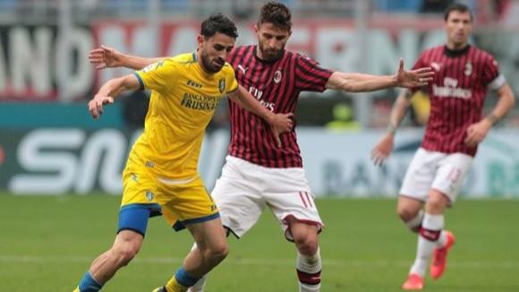 Милан си свърши работата срещу Фрозиноне и чака грешка на Аталанта