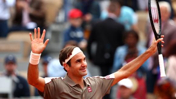 Федерер се завърна на Ролан Гарос с трисетова победа