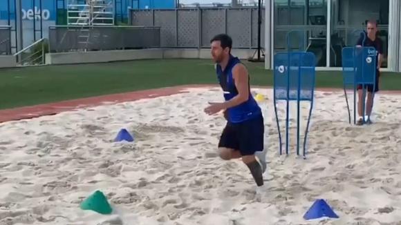 Меси продължава да се готви на пясък