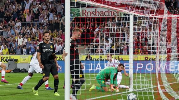Борусия Дортмунд с втора победа за сезона в Бундеслигата