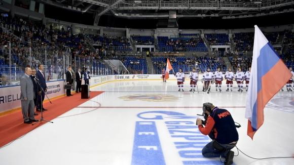 Владимир Путин приветства участниците в  хокеен турнир за младежи