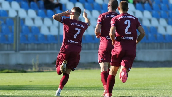 Георги Русев изравни за Септември срещу Хебър