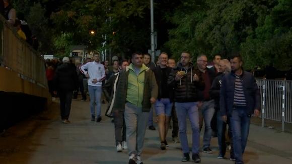 Вълна от английски фенове на път към националния стадион