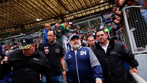 Марадона промени решението си, няма да напуска Химнасия (Ла Плата)