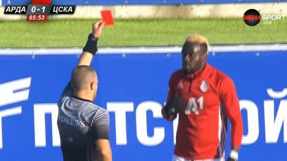 Арда и ЦСКА-София останаха с по десет души след директен червен картон за Али Соу и втори жълт за Илиас Хасани