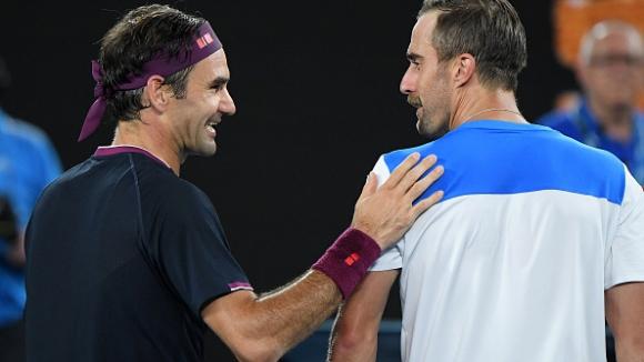 Федерер не остави шансове на Джонсън и продължава напред в Мелбърн