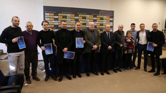 Известни футболисти получиха своите дипломи за треньори