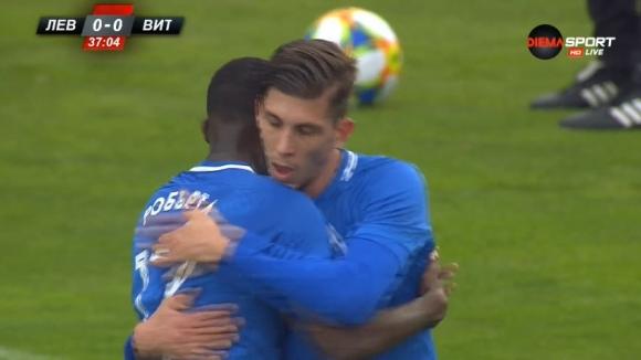 Холандска прегръдка между Робърта и Спиерингс след първия гол на Герена