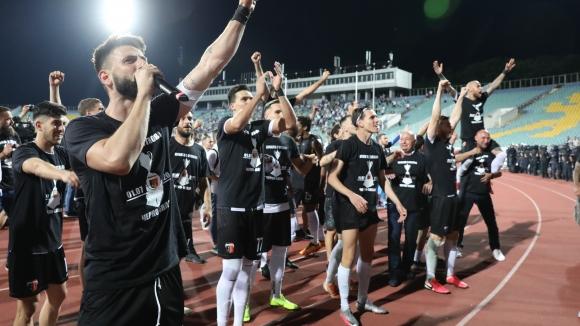 Екстаз сред играчите на Локо (Пловдив) след победата над ЦСКА-София