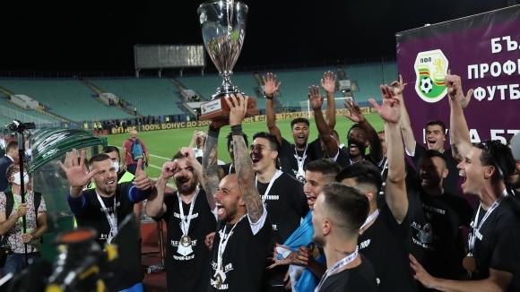 Локо (Пд) вдигна втора поредна Купа на България!