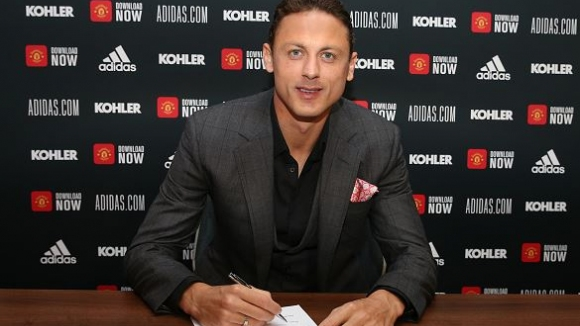Неманя Матич подписа нов договор с Манчестър Юнайтед