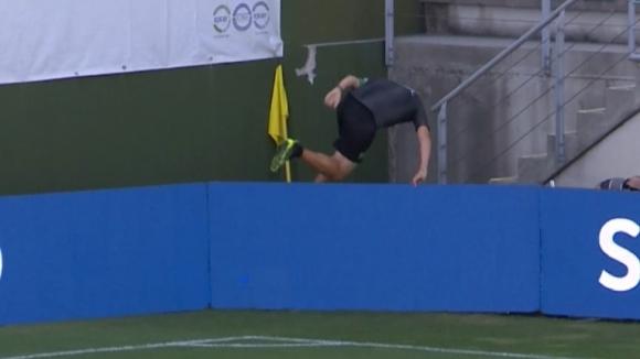 Липсващ флаг едвам не докара контузия на мач в Португалия