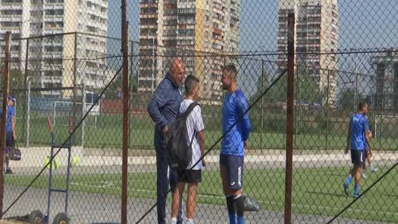 Малкият Божинов на футболна раздумка с Валери и Георги Тодоров