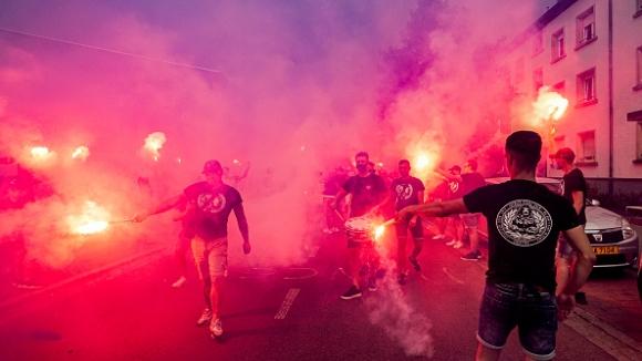 Шоу по улиците на Люксембург от феновете на Вилем II при гостуването на Прогрес Нидеркорн в ЛЕ