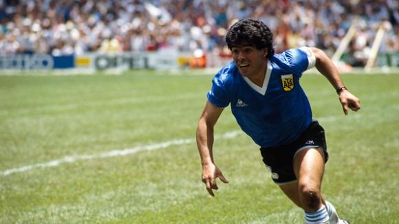 Легендата Марадона стана на 60, а преди 23 години изигра последния си мач