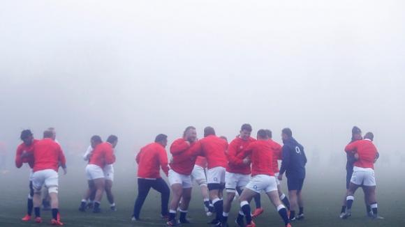 Можете ли да ги видите? Националите по ръгби на Англия тренират при плътна мъгла