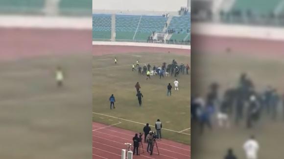 Футболист-каратист повали съдията в Узбекистан