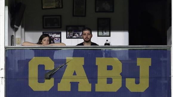 Футболистите на Бока Хуниорс почетоха Марадона и разплакаха дъщеря му