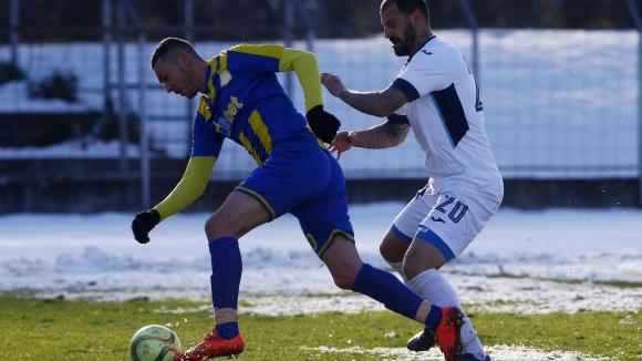 Левски (Лом) се приближи към Втора лига след успех с 2:0 в дербито със Севлиево